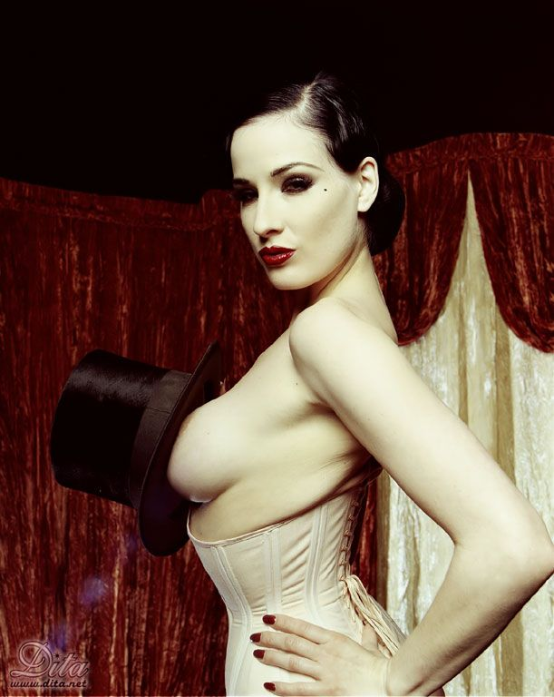 Big collection of erotic photos of burlesque queen Dita von Teese - 46