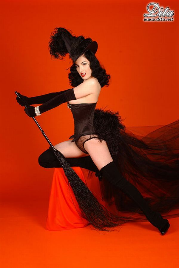 Big collection of erotic photos of burlesque queen Dita von Teese - 47