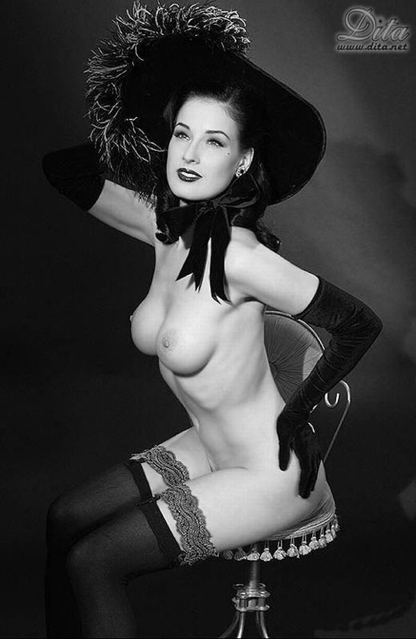 Big collection of erotic photos of burlesque queen Dita von Teese - 77