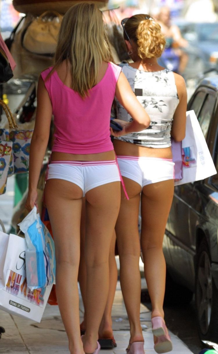 Depraved muchachas in public places - 10