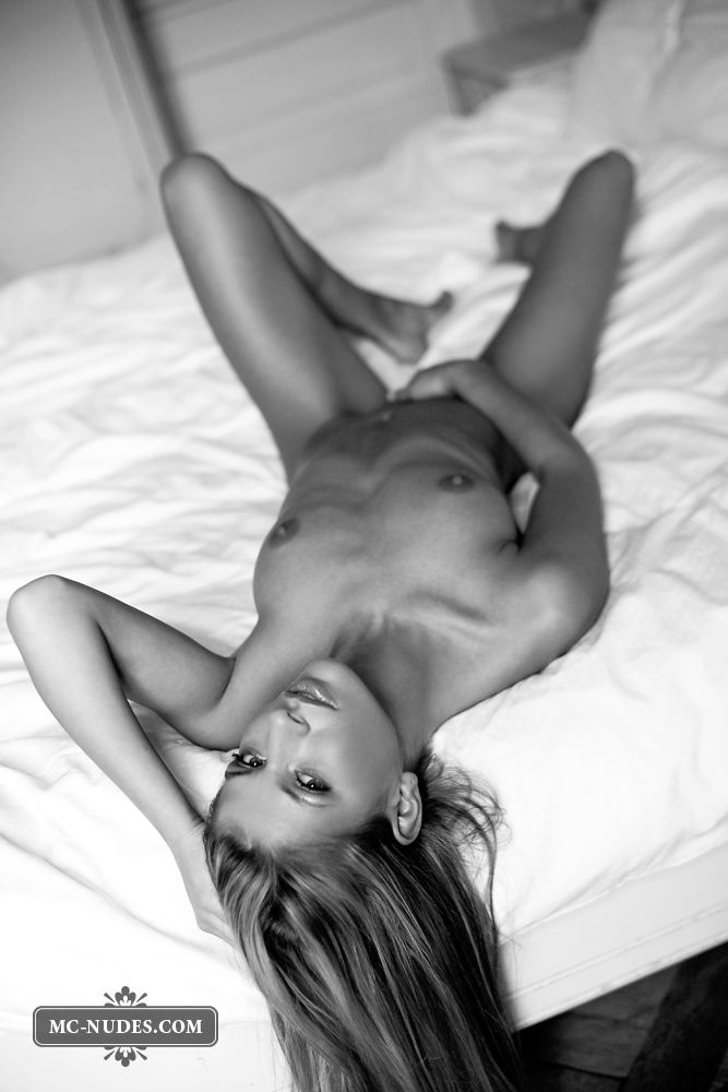 Black and white photoshoot of a sensual blonde - 01