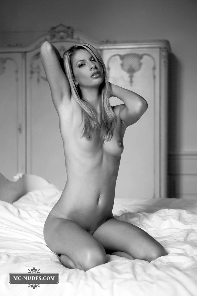 Black and white photoshoot of a sensual blonde - 11
