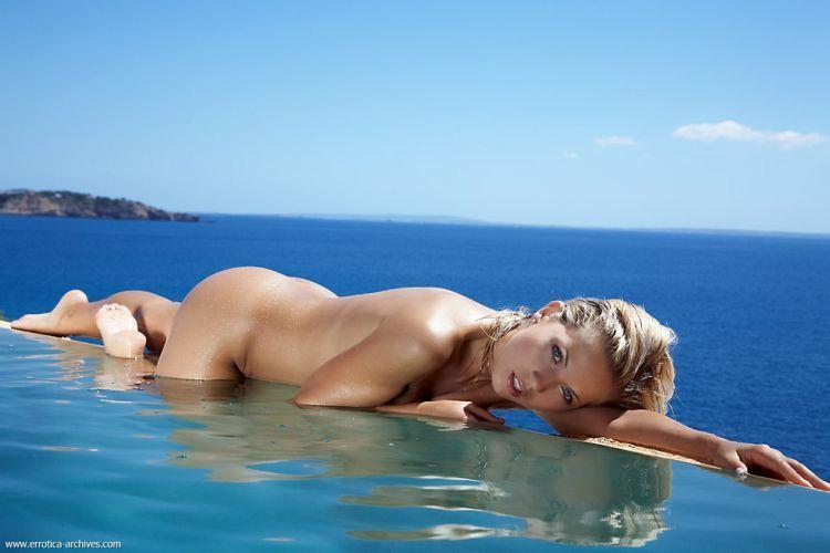 Beautiful blonde having fun in the pool - 01