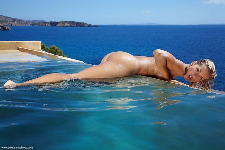 Beautiful blonde having fun in the pool - 10
