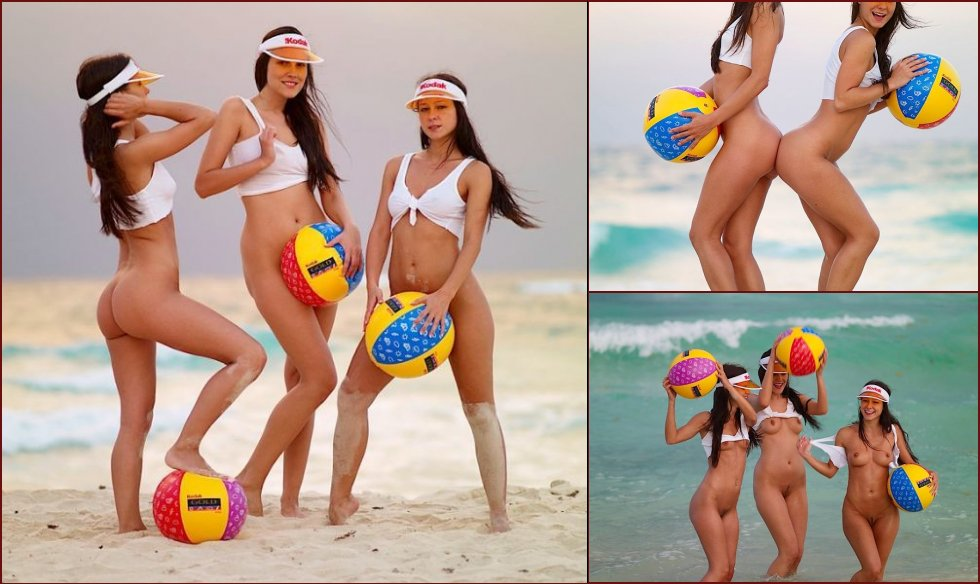 Beach photo session of three brunettes - 3