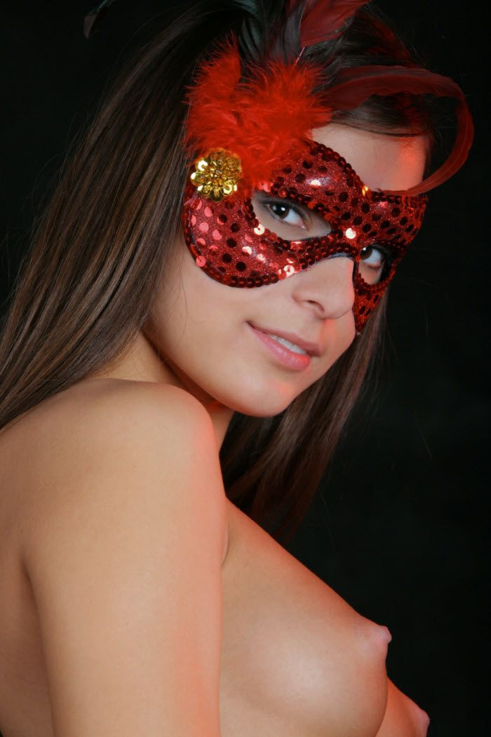 Even this carnival mask wasn't able to hide the beauty of this babe - 02