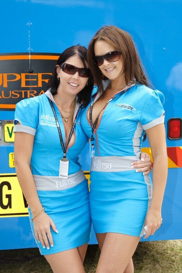 Gorgeous chicks at the 2010 Indy 500 - 01