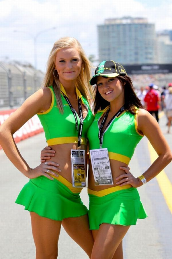 Gorgeous chicks at the 2010 Indy 500 - 17