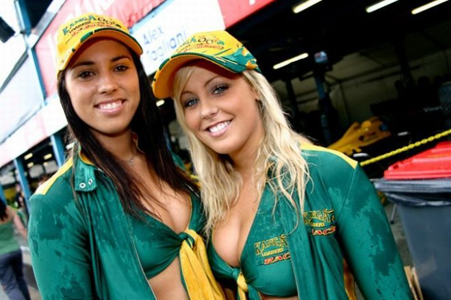 Gorgeous chicks at the 2010 Indy 500 - 20