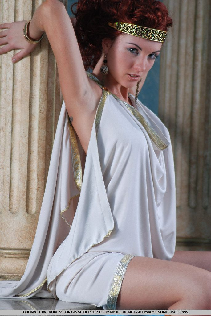 Polina looks great in the role of the Greek goddess - 02