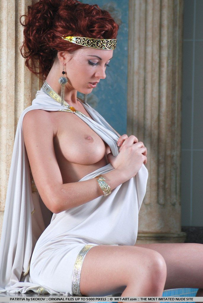 Polina looks great in the role of the Greek goddess - 03