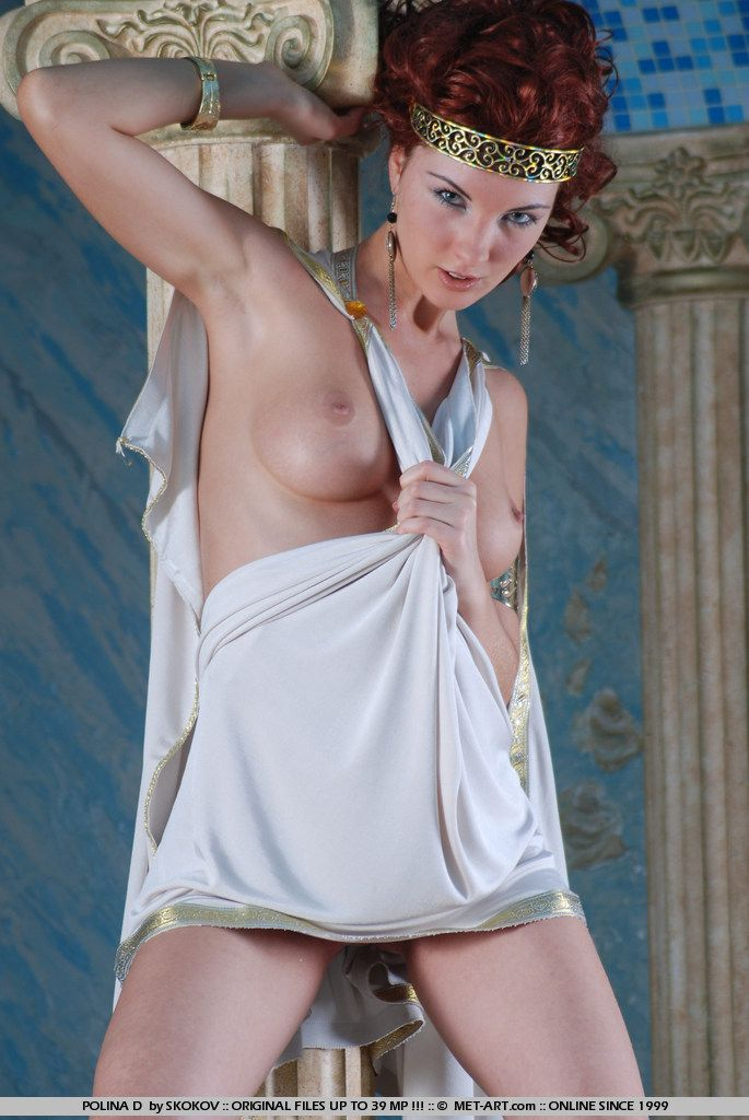 Polina looks great in the role of the Greek goddess - 04