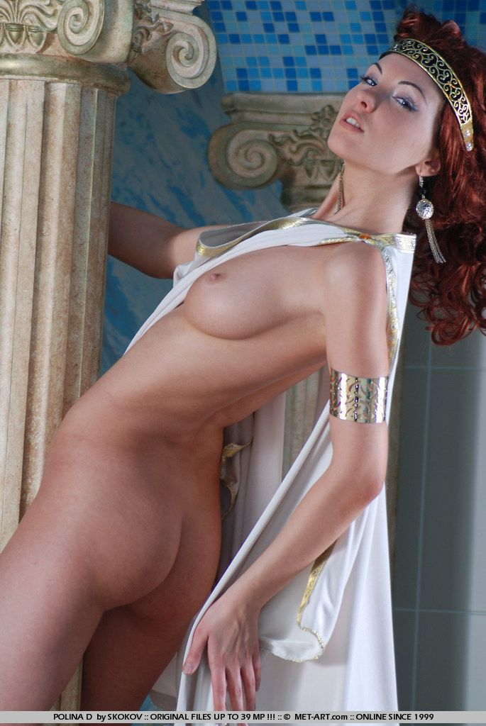Polina looks great in the role of the Greek goddess - 05
