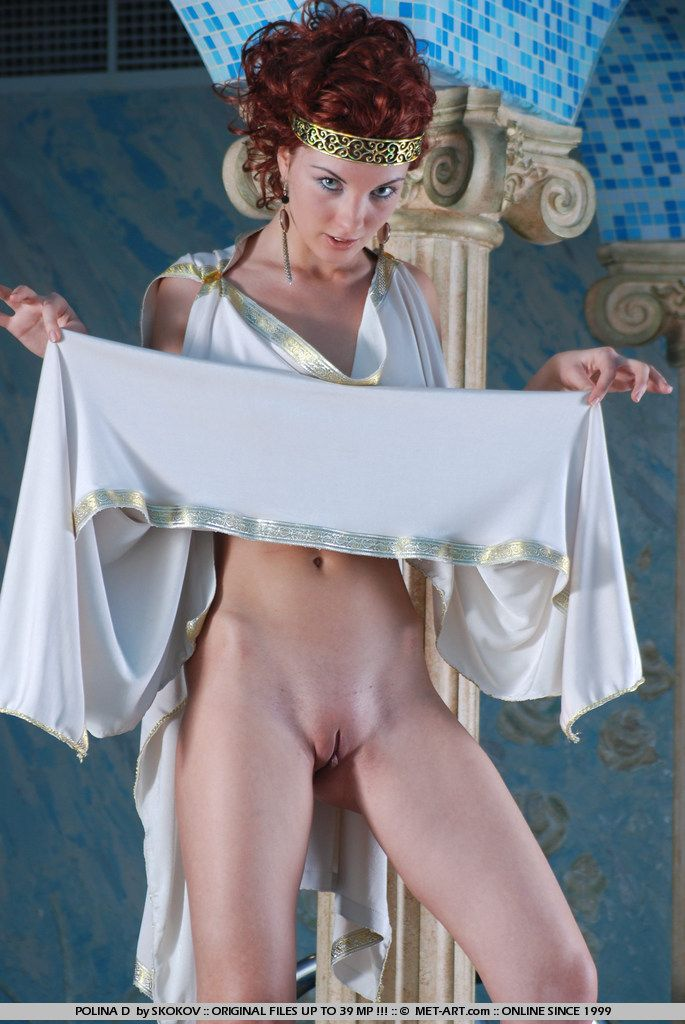 Polina looks great in the role of the Greek goddess - 07