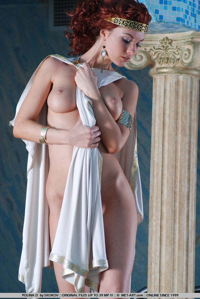 Polina looks great in the role of the Greek goddess - 08
