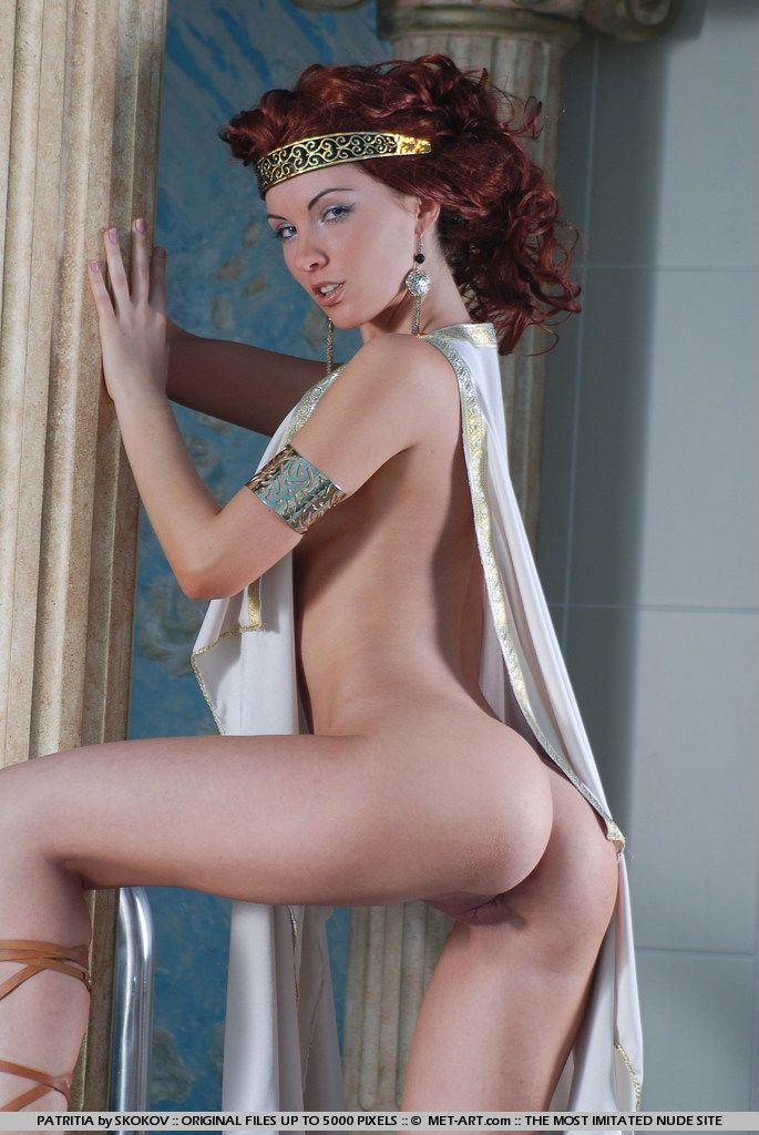 Polina looks great in the role of the Greek goddess - 11