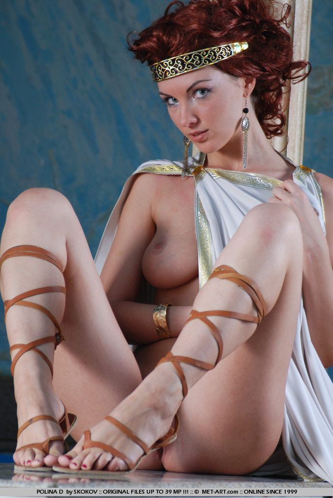Polina looks great in the role of the Greek goddess - 13