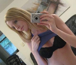 The recipe for perfect photos is simple - a camera, a mirror and a sexy babe