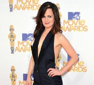 Little nipslip of Elizabeth Reaser