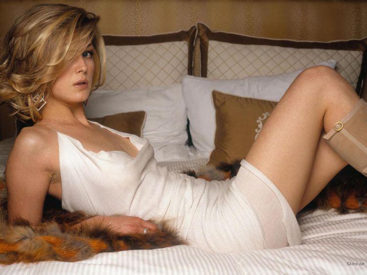 The sexiest James Bond girls - 05