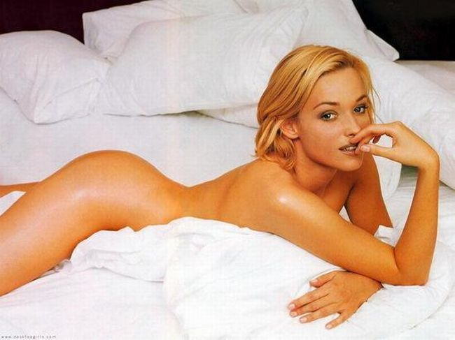 The sexiest James Bond girls - 18