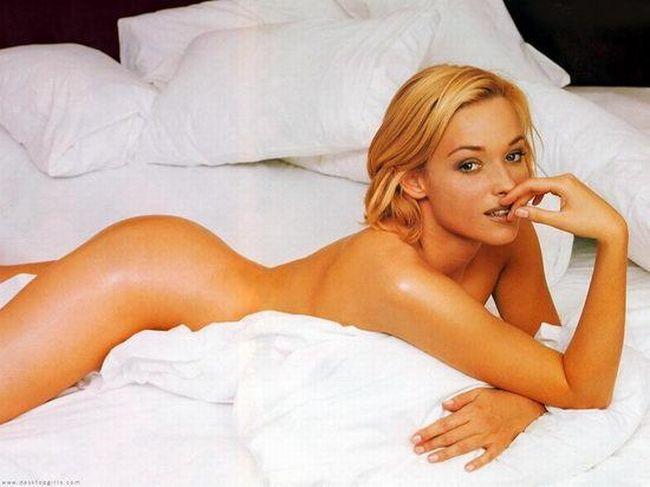 The sexiest James Bond girls - 18