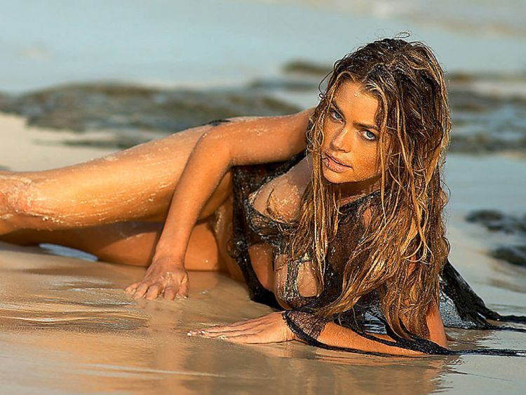 The sexiest James Bond girls - 20