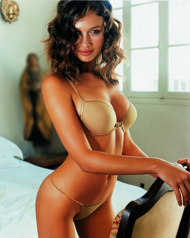 The sexiest James Bond girls - 22