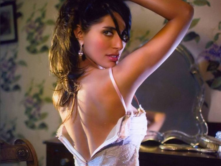 The sexiest James Bond girls - 31