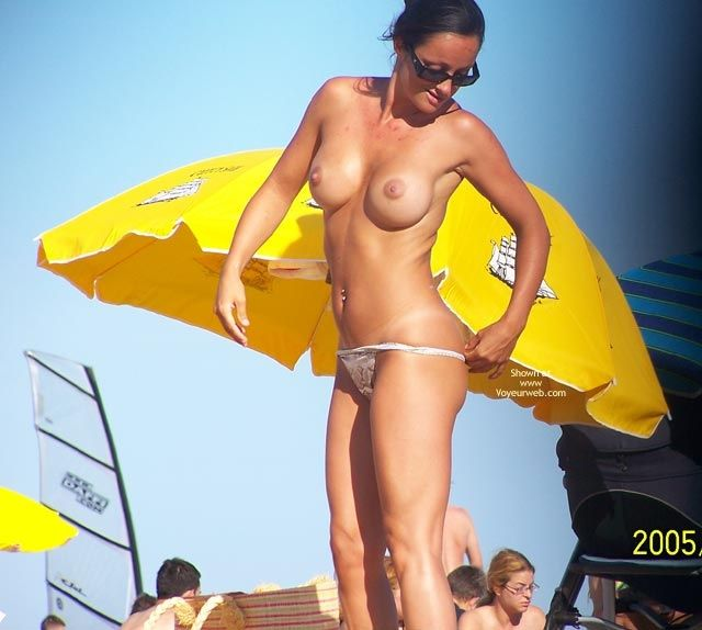 Without a trace of embarrassment, these girls change their panties right on the beach - 20