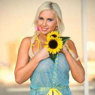 A flower lover, Amy Varela