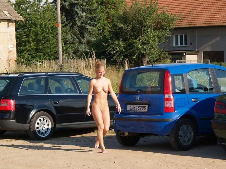 Walking naked in the fresh air - 02
