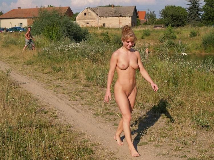 Walking naked in the fresh air - 05