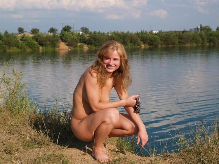 Walking naked in the fresh air - 07