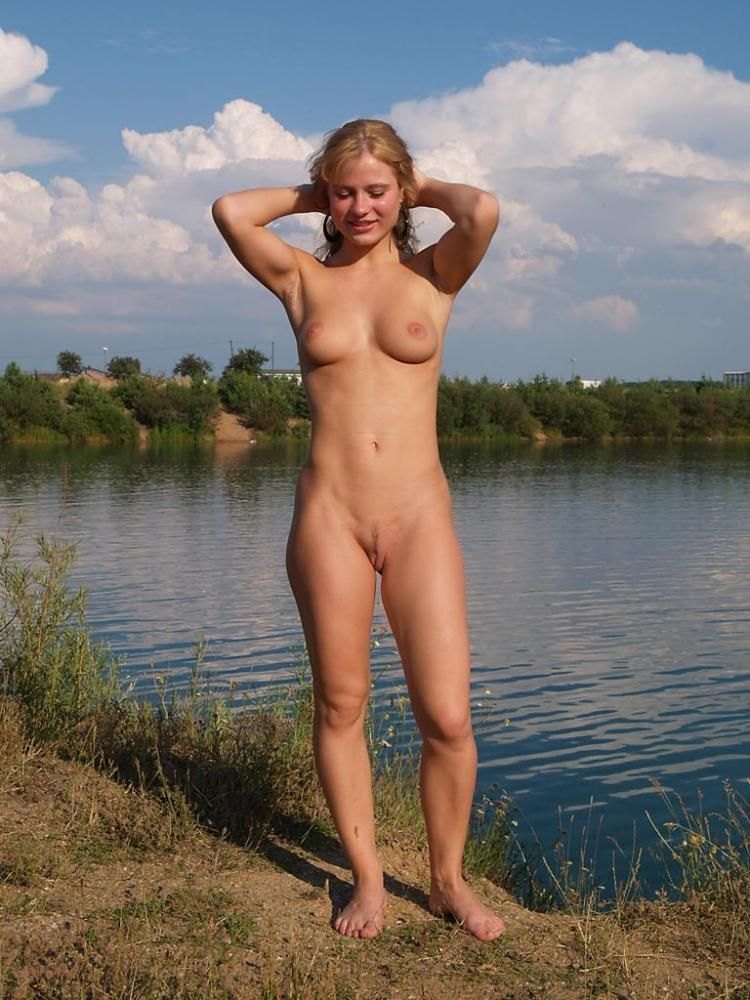 Walking naked in the fresh air - 08