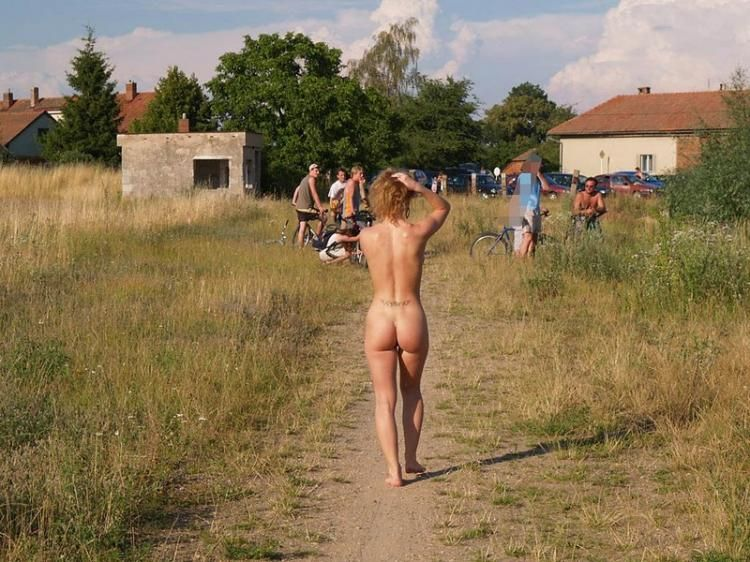 Walking naked in the fresh air - 12