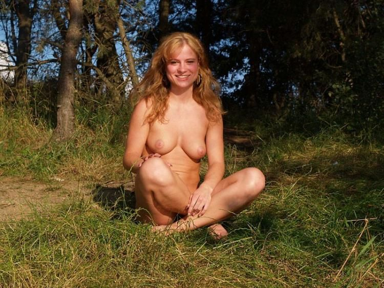 Walking naked in the fresh air - 13
