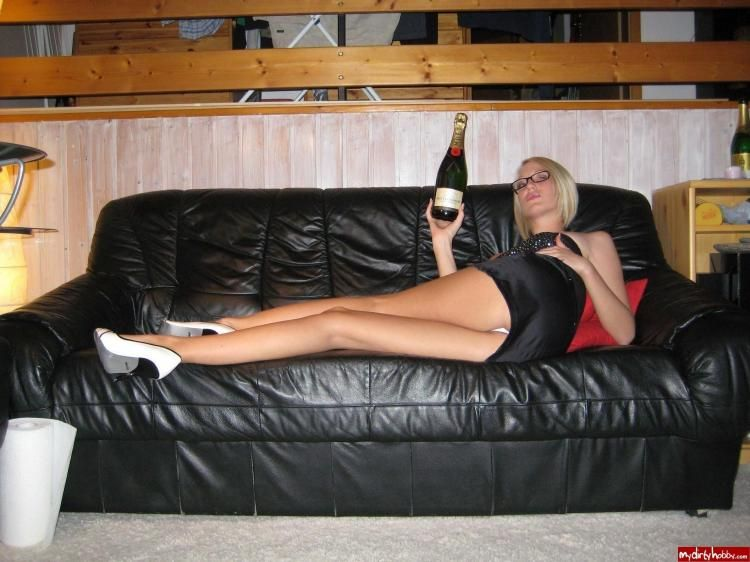 Home photos of a leggy blonde - 02