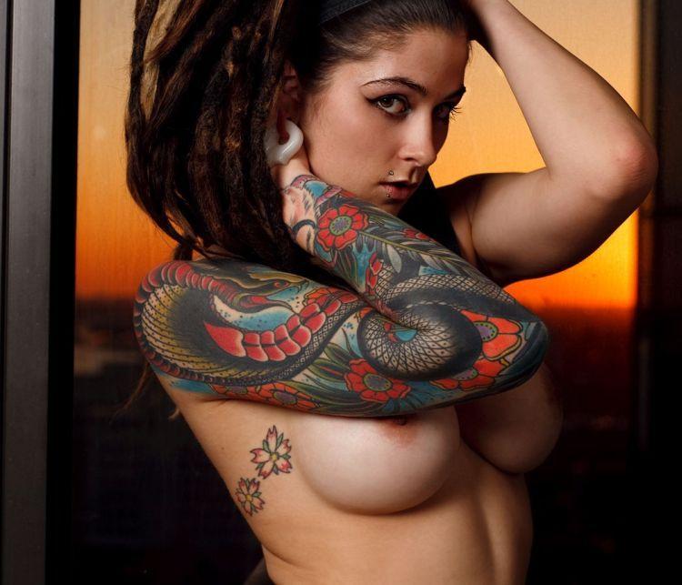 Elegant muchacha with tattoos - 07