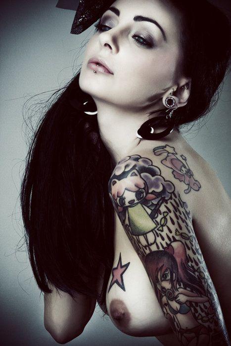 Elegant muchacha with tattoos - 23