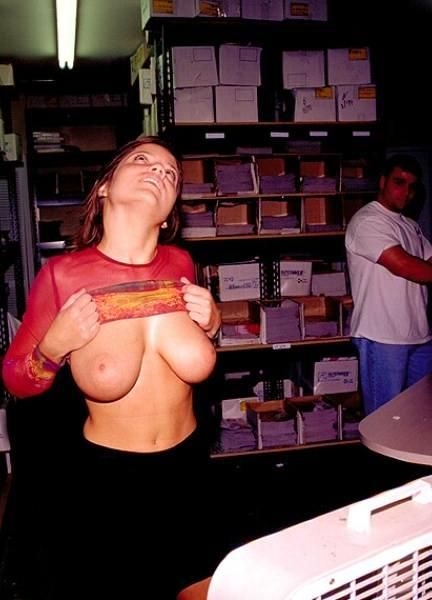 Girls showing their tities - 01