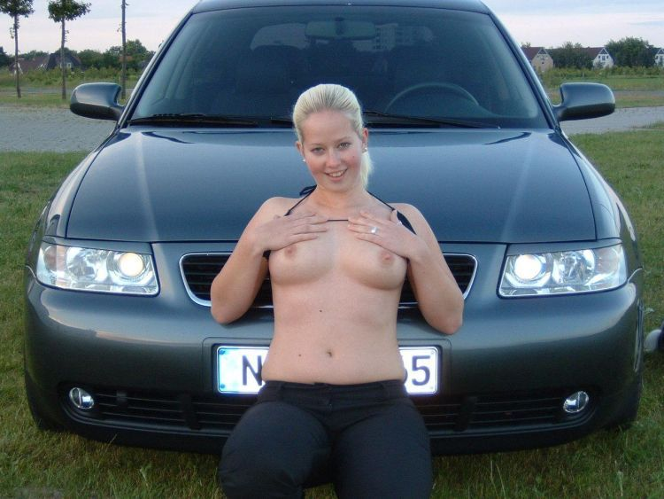 Girls showing their tities - 04