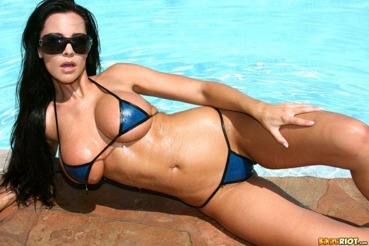 Hot muchacha in a pretty bikini - 09