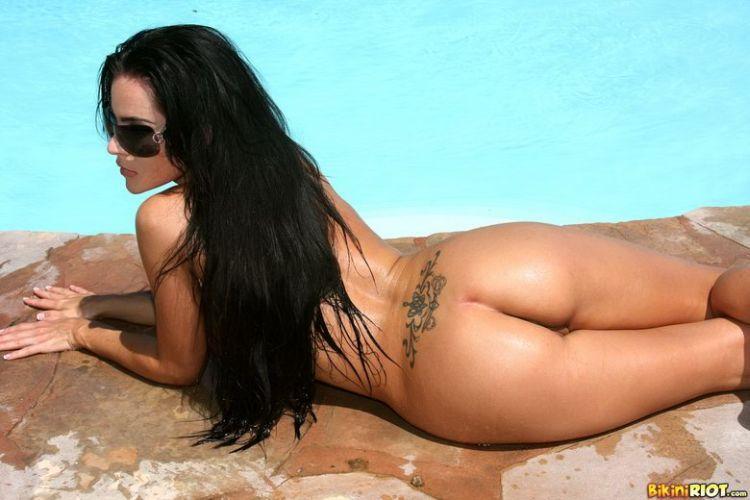 Hot muchacha in a pretty bikini - 11