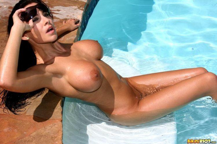 Hot muchacha in a pretty bikini - 13