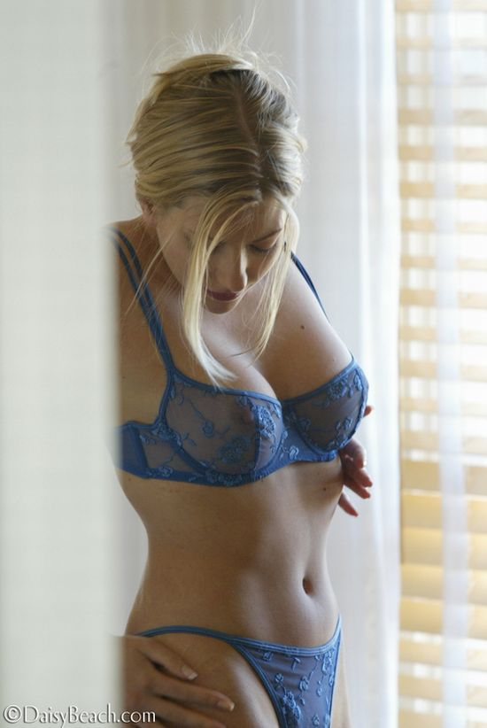 Laurie, a beauty with sharp nipples - 02
