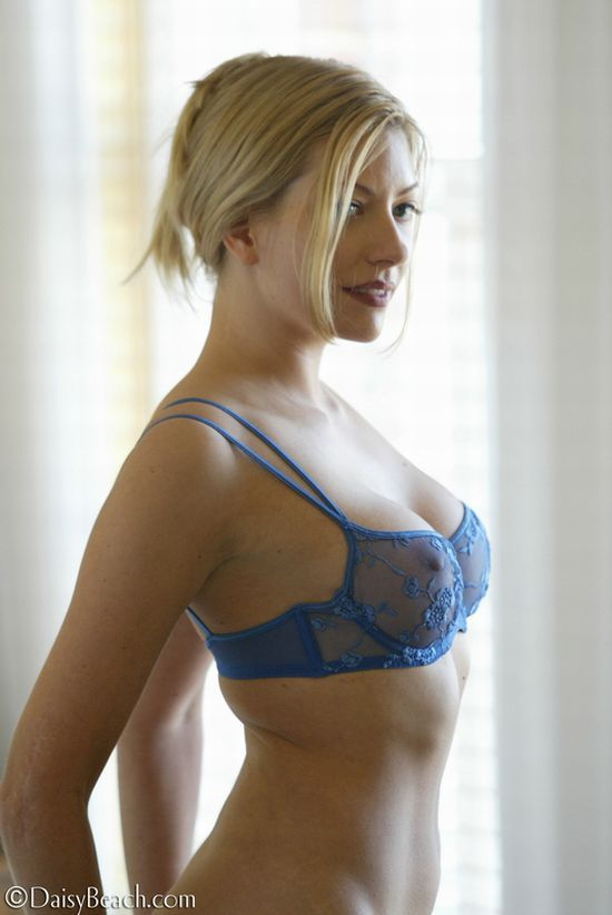 Laurie, a beauty with sharp nipples - 03