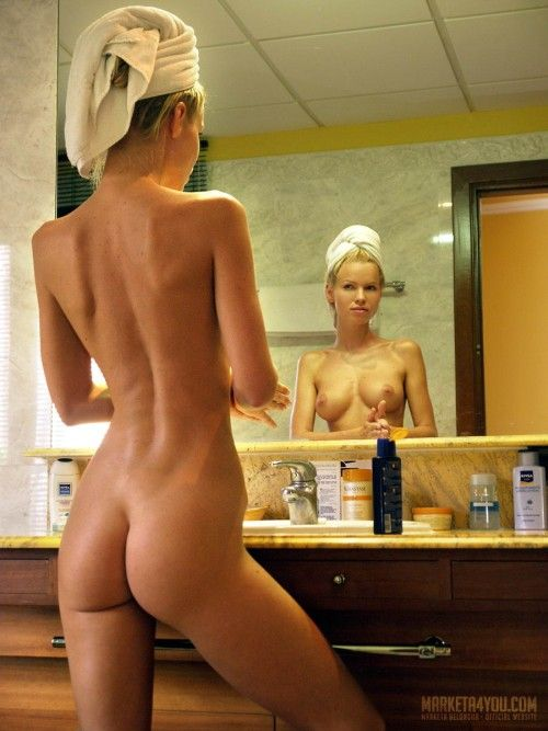 A beauty is getting ready to go out - 09
