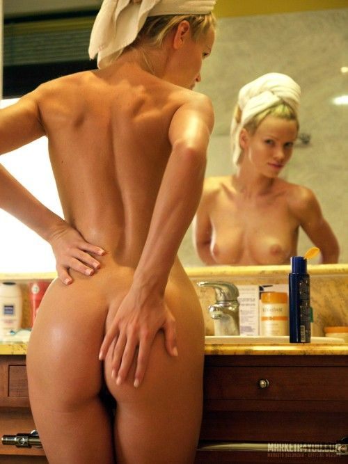 A beauty is getting ready to go out - 11