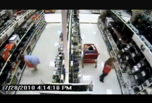 Pervert in the supermarket - 20100803